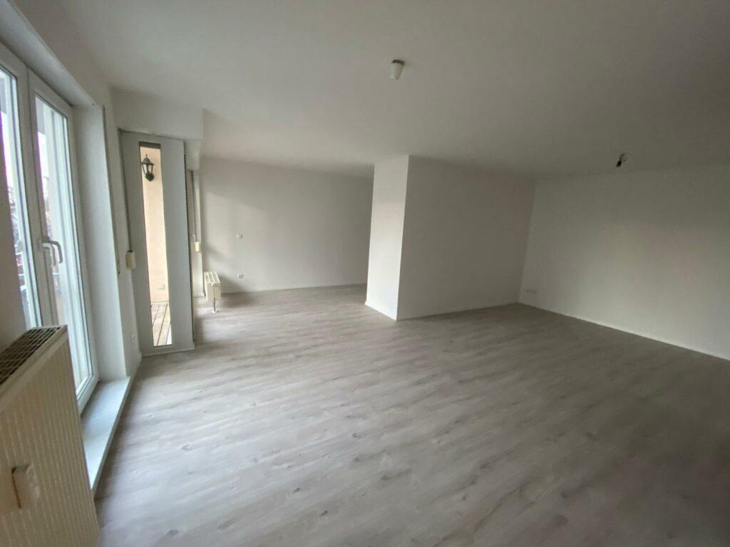 Komplett modernisierte 1,5 Zimmer mit Küche und Stellplatz